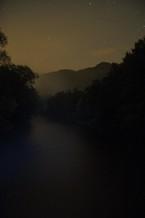 řeka v noci