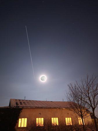 Kompozice úplňku do fotky přeletu ISS kolem Měsíce - pohled z Liberce