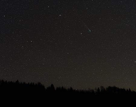 30x30 sekund expozic komety Lovejoy objektivem 50mm