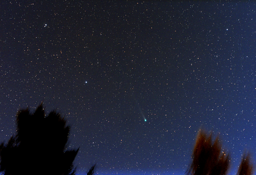 Kometa Lovejoy ze stativu, 25x10s, ISO1600, f3,3/50mm