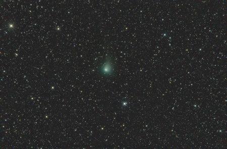 Kometa C/2017 T2 (PanSTARRS) 15. 4. 2020, kolem 23:05 SELČ, 14×1min, ISO6400, Canon 6D, Orion CT8 + Paracorr, f/1005 mm, složeno na hvězdy, centrální koma proložena ze snímku na kometu, ořez na 96 % velikosti pole