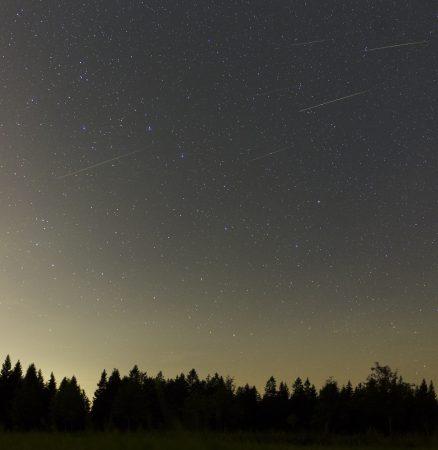 Šest Perseid v poli v okolí Velkého vozu. Expozice byly 15 s při ISO3200, Canon 6D, Sigma Art 2/35 mm. Díky výbornému objektivu a velké citlivosti se zachytily i slabé meteory. Vizuálně byly pěkné jen ty dva vpravo nahoře.
