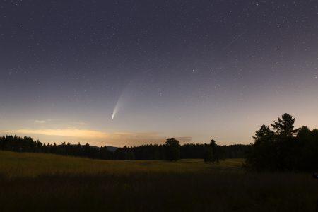 Kometa z Ralska 12. 7. 2020 ve 2:15 SELČ. Canon 6D, Sigma Art 35 mm ISO800, 30 s. Martin Gembec