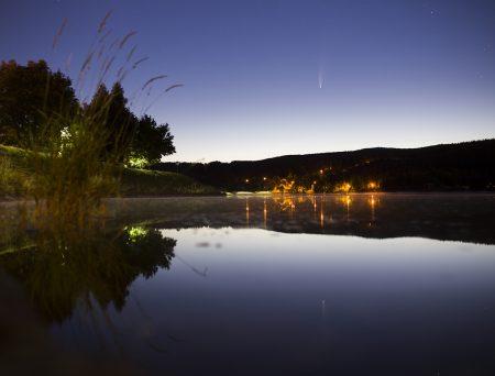 Kometa 13. 7. ve 3:20 SELČ nad jabloneckou přehradou