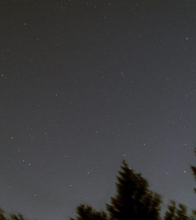 Kometa 210P/Christensen 17. 4. 2020, 9 snímků na kometu a 3 na hvězdy složeny do sebe, expozice 30s, ISO1600, Canon 6D, Celestron ED80/600 v ohnisku 400mm s reduktorem Vixen 0,67×