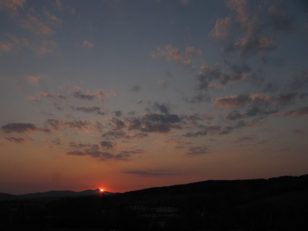 Západ Slunce 21.4.2011 za Ještědem