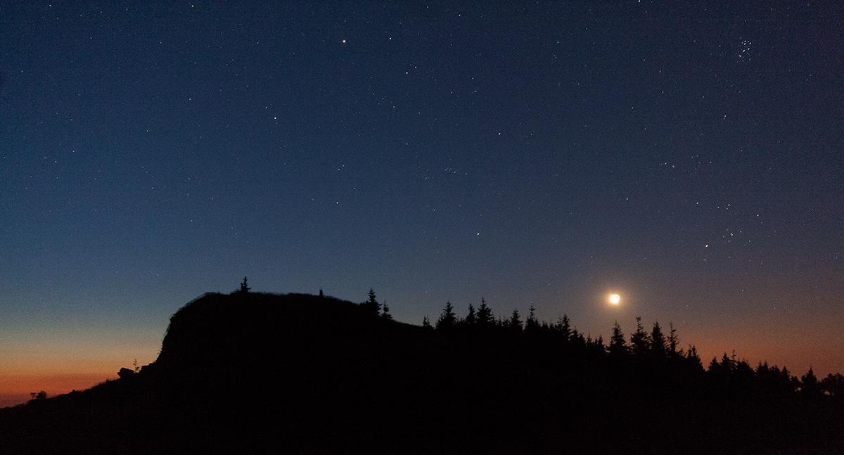 vycházející Měsíc, Vozka a Býk