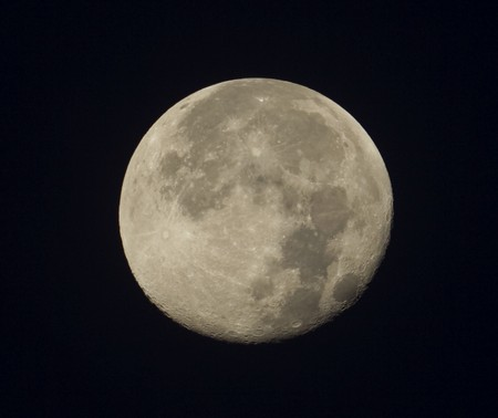 Měsíc v ohnisku 400 mm ED80