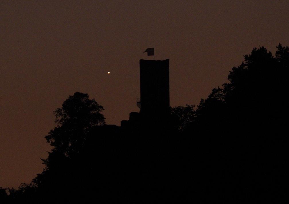 Merkur a hrad Frýdštejn z Malé Skály 19. 5. 2014