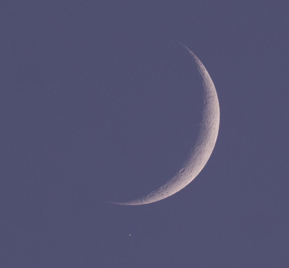 Měsíc a Aldebaran ve 20:15 SELČ 21.4.2015