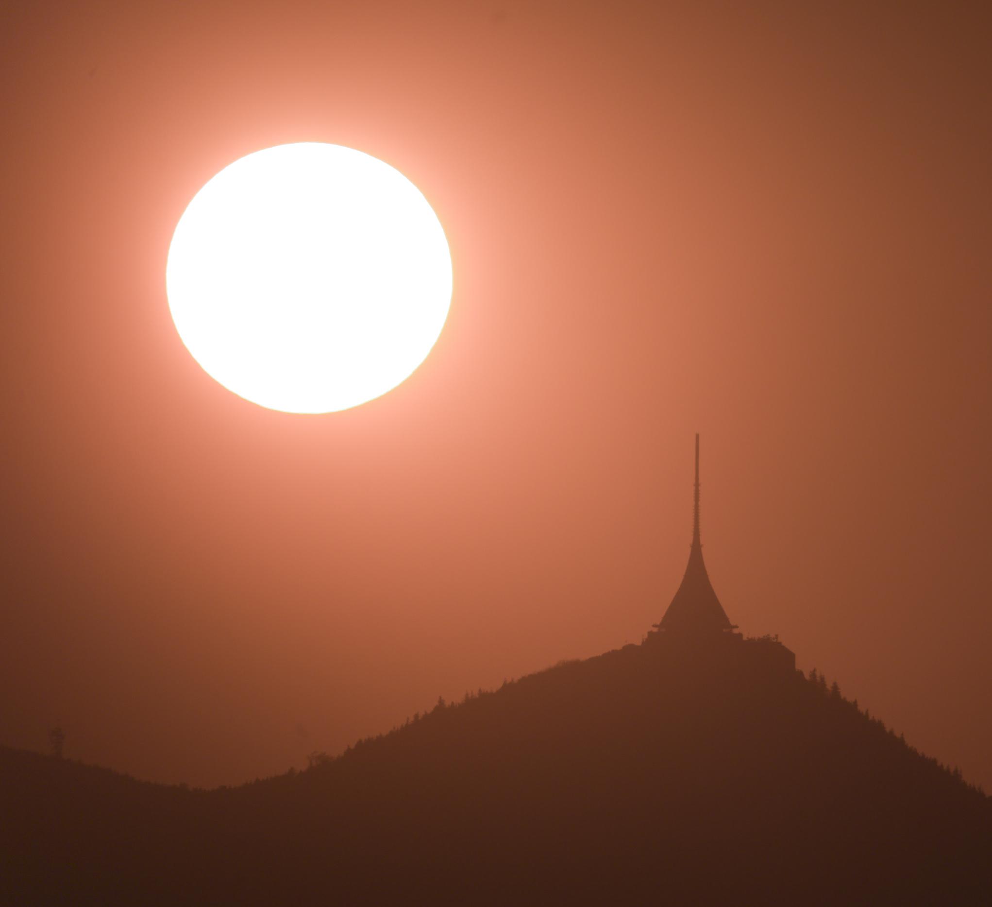 Slunce a Ještěd 22.4.2011