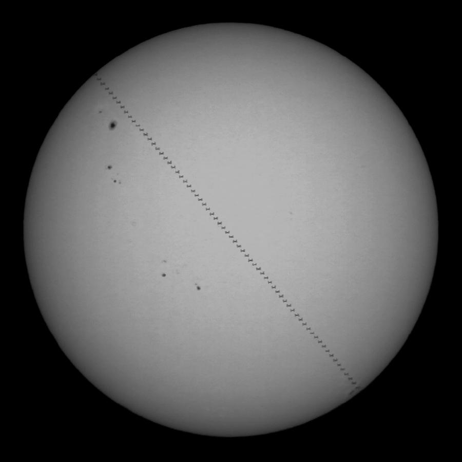 Přelet ISS přes Slunce 30.4.2012