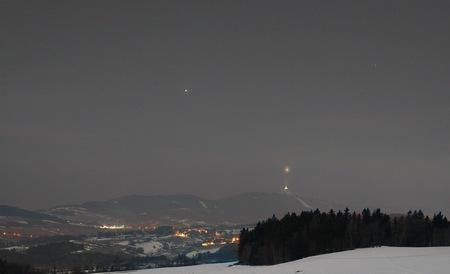 Venuše nad Ještědem, vlevo nahoře Jupiter, foto: Karel Bůna