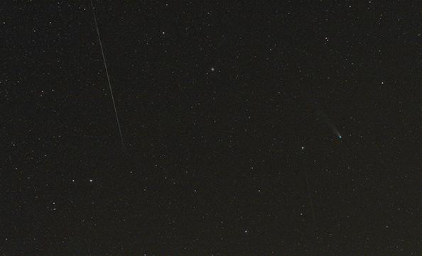 Geminida a Lovejoy. Stopa u komety je od družice