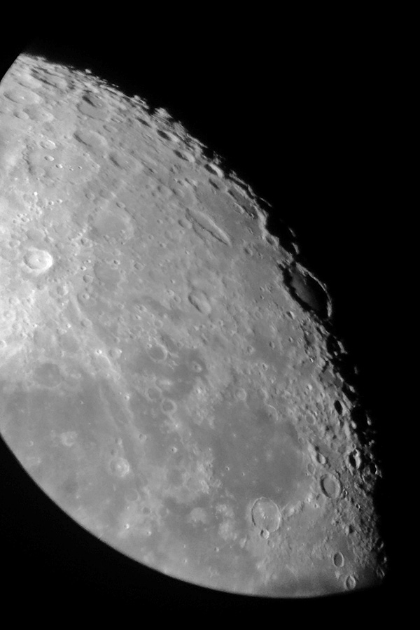 Měsíc, Aleš Majer