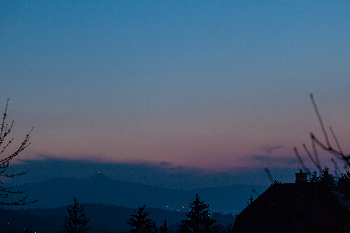 Merkur na večerní obloze