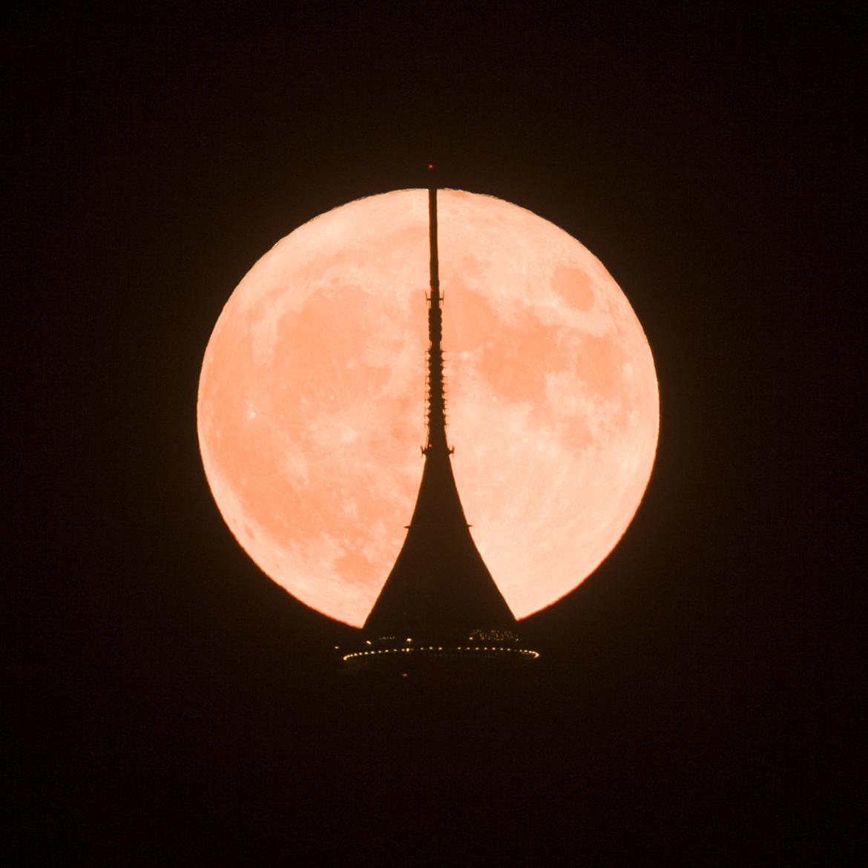 Měsíc a Ještěd 14.11.2016