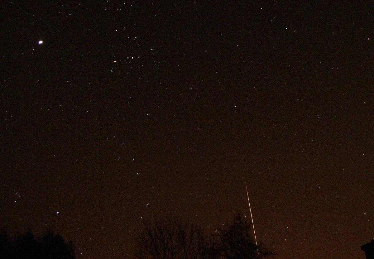 Jasný meteor 20. 10. 2012 v 0:36 SELČ. Foto Slávek M.