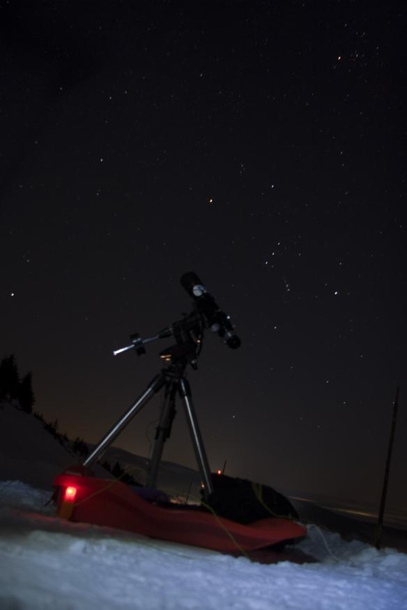 Montáž 28. 1. 2017 na Vrbatce, nechybí ani dopravní prostředek a v pozadí Orion