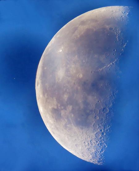 Mozaika Měsíce s Aldebaranem