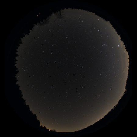 Snímek objektivem Samyang 2,8/8mm, f4, 3×30s, ISO1600, Canon 30Dmod