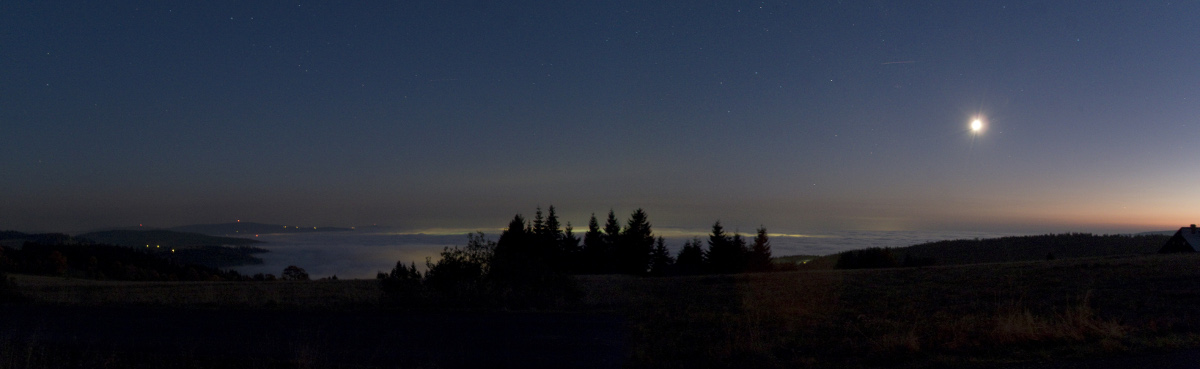 22.10.2010 - podvečerní panoráma z Královky, směr Jablonec n. N.