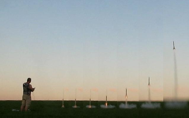 start rakety rozfázovaně