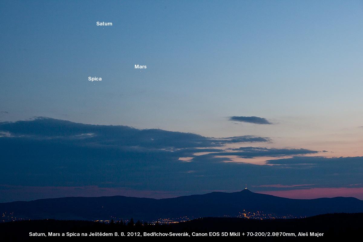 Saturn, Mars a Spica nad Ještědem. Foto: Aleš Majer