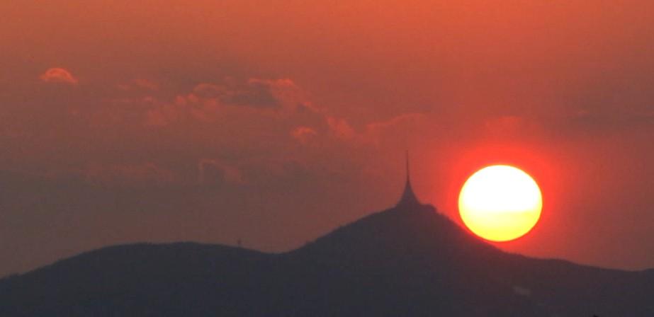Slunce a Ještěd 23.4.2011