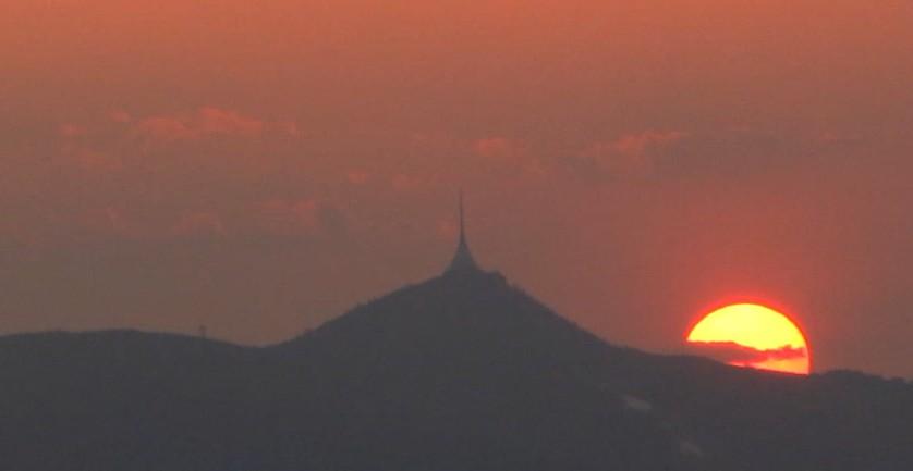 Ještěd a zapadající Slunce 23.4.2011