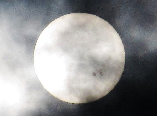 skvrna na slunci ořez zoomu Canonu SX200 IS