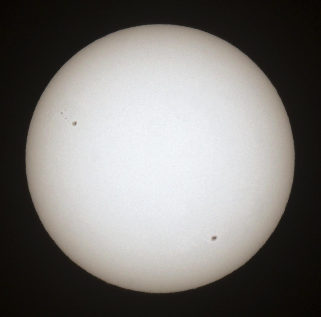 Slunce 24.9.2010, Canon 30D v primárním ohnisku ED80/600. 1/500s, ISO100