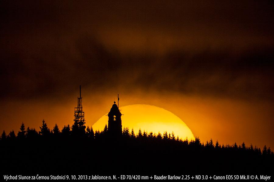 východ Slunce za Černou Studnicí na podzim (Aleš Majer)
