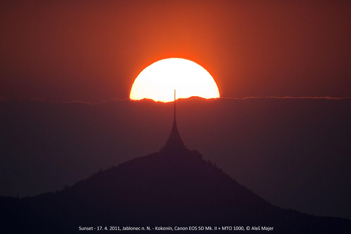 zapadající Slunce, mraky a Ještěd, Aleš Majer