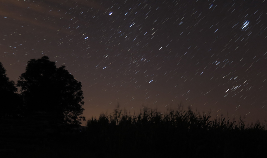 Trails a meteor