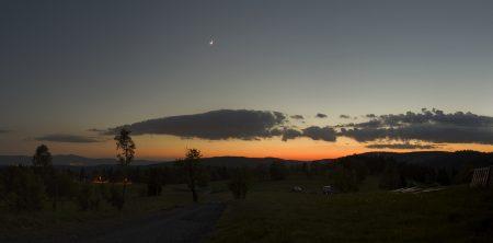 Panorama 26. 5. 2020 z Hrabětic s Měsícem a vnitřními planetami