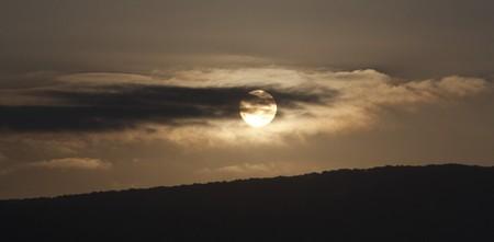 Slunce s Venuší za mraky