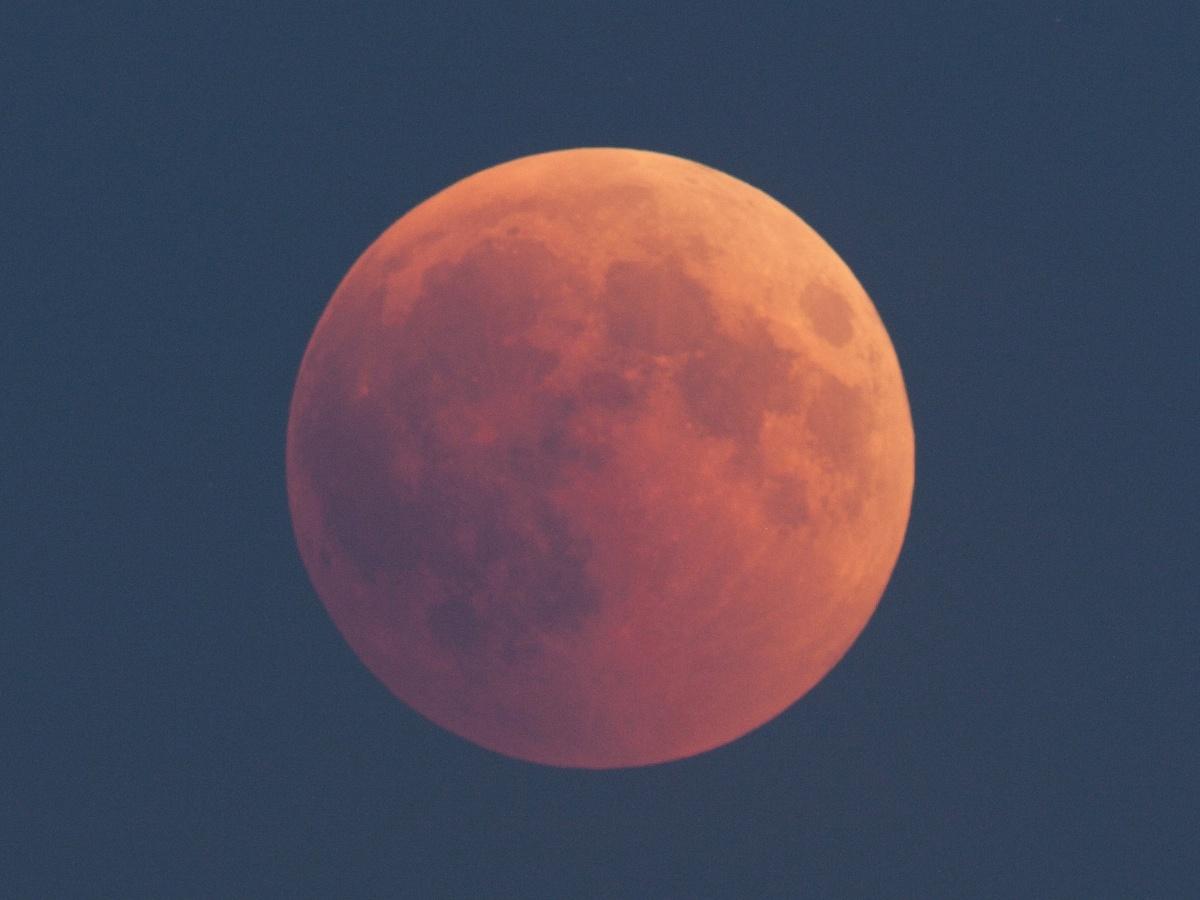 zatmění Měsíce 20180727 ve 21:50 SELČ